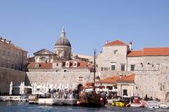 Die ummauerte Stadt von Dubrovnic in Kroatien Europa ist es eins der herrlichsten Fremdenverkehrsorts vom Mittelmeer Lizenzfreie Stockfotos