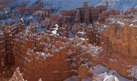 Die Unglücksboten von Bryce-Schlucht bedeckt in einem frischen Mantel des Winters schneien Stockbilder