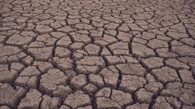 Die Unterseite des getrockneten Sees, gebrochener Boden stock video