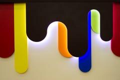 Die ursprünglichen Elemente des Dekors der Möbel der Kinder mit LED-Beleuchtung Nachahmung der flüssigen Schokolade lizenzfreies stockfoto