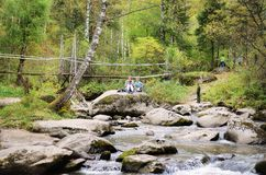 Die Ursprung des Belokurikha-Flusses in den Altai-Bergen Stockbild