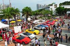 Die Verein-Inhaber Singapurs Ferrari, die ihre Ferrari-Autos während Singapur-Yacht zur Schau stellen, stellen bei einem Grad 15 M Lizenzfreie Stockfotografie