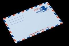 DIE VEREINIGTEN STAATEN VON AMERIKA - CIRCA 1968: Ein alter Umschlag für Luftpost mit einem Porträt von John F kennedy lizenzfreie stockbilder