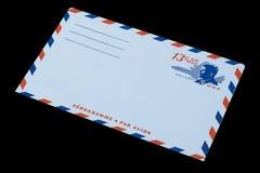 DIE VEREINIGTEN STAATEN VON AMERIKA - CIRCA 1968: Ein alter Umschlag für Luftpost mit einem Porträt von John F kennedy lizenzfreies stockfoto