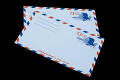 DIE VEREINIGTEN STAATEN VON AMERIKA - CIRCA 1968: Ein alter Umschlag für Luftpost mit einem Porträt von John F kennedy stockfoto
