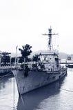 Die verlassenen Kriegsschiffe im Hafen Stockfotos