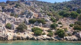 Die versunkenen Ruinen auf der Insel von Kekova Dolichiste der alten Lycian-Stadt von altem Simena, wurden durch ein Erdbeben zer lizenzfreie stockfotos