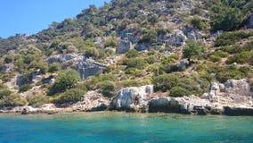 Die versunkenen Ruinen auf der Insel von Kekova Dolichiste der alten Lycian-Stadt von altem Simena, wurden durch ein Erdbeben zer stockfotografie
