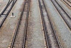 Die Vertikalenschienen auf der Eisenbahn Stockfotografie
