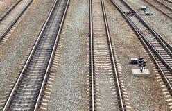Die Vertikalenschienen auf der Eisenbahn Lizenzfreie Stockfotos