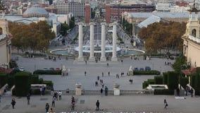Die vier Spalten auf dem Platz vor nationalem Art Museum von Katalonien stock footage