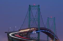 Die Vincent Thomas-Brücke bis zum Nacht Lizenzfreie Stockfotografie