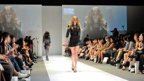 Die vorbildliche Präsentation entwirft von Swarovski mit dem Thema Königreich von Juwelen bei Audi Fashion Festival 2012 Lizenzfreies Stockbild