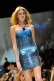 Die vorbildliche Präsentation entwirft von Swarovski mit dem Thema Königreich von Juwelen bei Audi Fashion Festival 2012 Stockfotografie