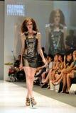 Die vorbildliche Präsentation entwirft von Swarovski mit dem Thema Königreich von Juwelen bei Audi Fashion Festival 2012 Lizenzfreie Stockfotos