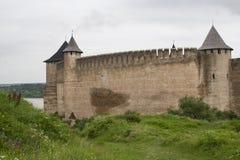 Die Wände der alten Festung in Khotyn, Ukraine lizenzfreies stockfoto