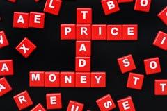 Die Wörter PREIS, BUDGET, HANDEL und STEUER buchstabierten mit Buchstaben Lizenzfreie Stockfotos