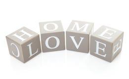 Die Wörter steuern automatisch an und lieben auf Blöcken Stockfotografie