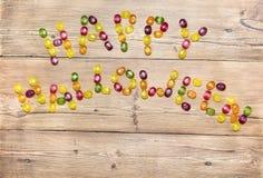 Die Wörter u. das x22; glückliches Halloween& x22; von der Süßigkeit Stockfotos