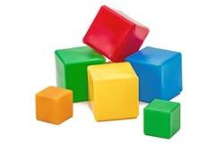 Die Würfel der helle farbige Kinder, lokalisiert auf weißem Hintergrund Lizenzfreie Stockfotografie