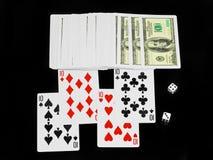 Die Würfel und die Spielkarten. Lizenzfreies Stockfoto