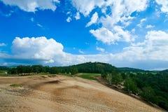 Die Wüste und das cloudscape und der Wald Lizenzfreies Stockfoto