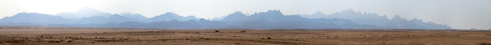 Die Wüste und die Berge Lizenzfreies Stockfoto
