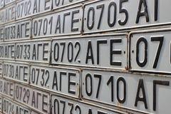Die Wand der Kfz-Kennzeichen gehörte Aserbaidschanern der sowjetischen sozialistischen Republik Aserbaidschans in Vank-Dorf lizenzfreie stockfotografie