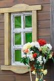 Die Wand des Hauses mit Windows Stockbilder