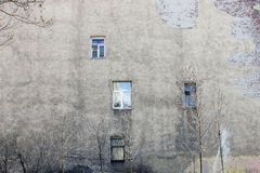 Die Wand des Hauses mit Windows Stockfotografie