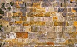 Die Wand, die vom Regular errichtet wird, entsteint Hintergrund Beschaffenheit der alten Steinmetzarbeit Raum für Text das Konzep Stockbild