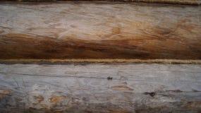 Die Wand eines Holzhauses, das Hitze beh?lt lizenzfreie stockfotos
