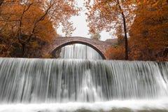Die Wasserfälle von Palaiokaria während des Herbstes stockfoto