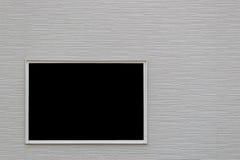 Die weiße Backsteinmauer mit einem Fenster Stockbilder
