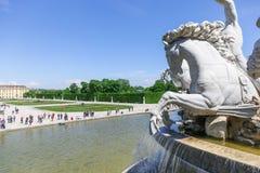 Die weiße Skulptur des Pferds in Schonbrunn-Palast, Wien Lizenzfreie Stockfotografie