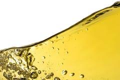 Die Weißweinspritzen-Hintergrundnahaufnahme, Makro lokalisiert auf die Oberseite, die Welle des Weins, spritzend, Blasen, Beschaf Lizenzfreie Stockfotos