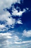 Die Weißwolken. Lizenzfreies Stockfoto