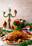 Die Weihnachten gebackene Ente mit Äpfeln Lizenzfreies Stockbild