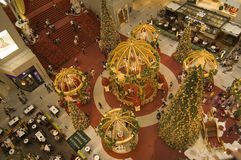 Die Weihnachtsdekoration im Kiloliter-Einkaufszentrum Stockfotos