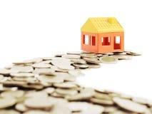 Die Weise von Geldern zum Musterhaus, Geschäftskonzept Lizenzfreies Stockfoto