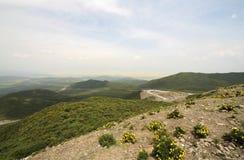 Die Weise zwischen dem Berg Stockfotografie