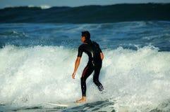 Die Welle heraus reiten Stockfoto