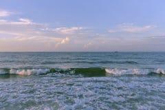 Die Wellen lizenzfreie stockfotografie