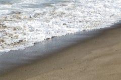 Die Wellen in der Küstenlinie Stockfoto