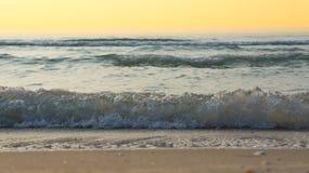 Die Wellen des Meeres Stockbild