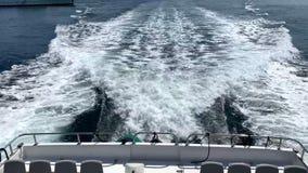 Die Wellen hinter der Yacht stock video footage