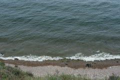 Die Wellen am Ufer Lizenzfreie Stockfotos