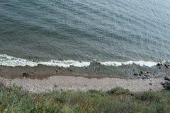 Die Wellen am Ufer Stockbilder