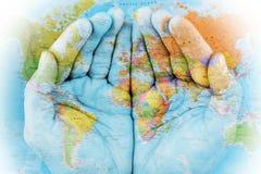 Die Welt in unseren Händen Stockbild