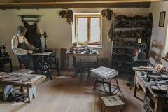 Die Werkstatt des Schusters im 19. Jahrhundert Lizenzfreie Stockfotos